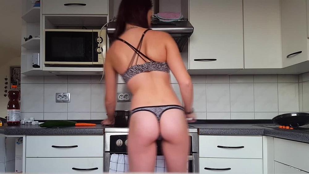 Nackt Kochen