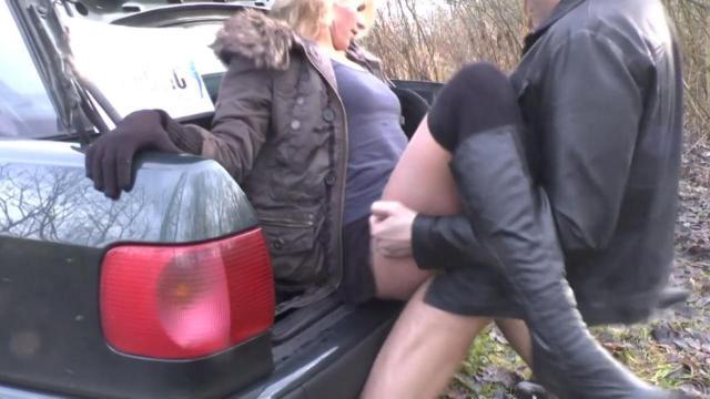 Cora2Hot Public Missionar Fuck Cum Outdoor !!