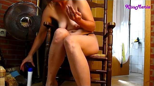Hammer Orgasmus in Strapse auf dem Schaukelstuhl