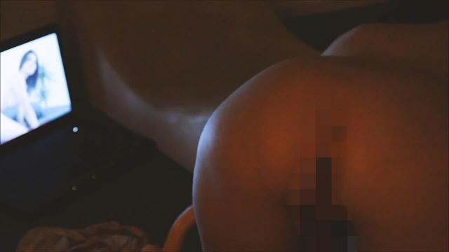 Maddy schaut porn - home alone