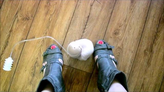 Wichs auf meine geilen Nackten Füße komm Hm trage Leder Peeptoes