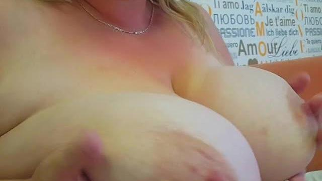Magst du große heiße Titten Frau?