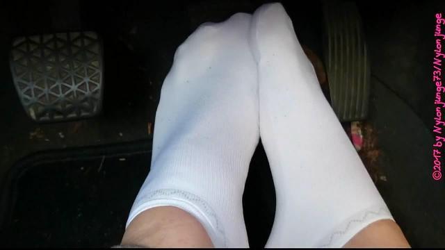 Weiße Sneaker Socken im Auto ** Pedal Pumping **
