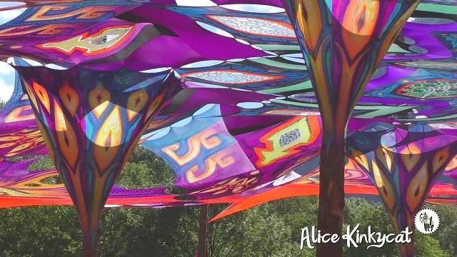 Nackt im Fluss - Festival in der Schweiz - kein Ton