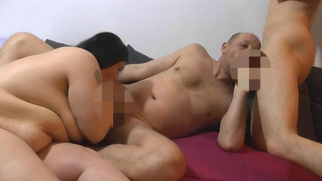 Bisexuelle Spiele mit jungen Paar 2
