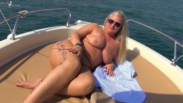 Eine Seefahrt die ist Lustig! Einzigartiger und gewagter-Public-Piss auf einem Boot!