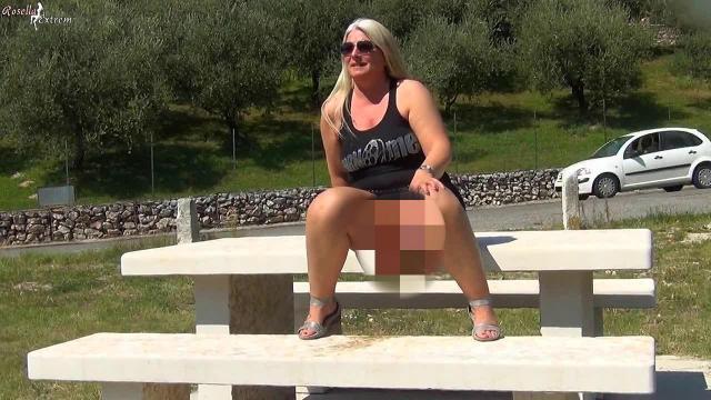 Geiles Public-Pissen auf einer Aussichtsplattform in Italien!
