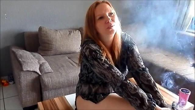 Smoking Bitch Anal gefickt