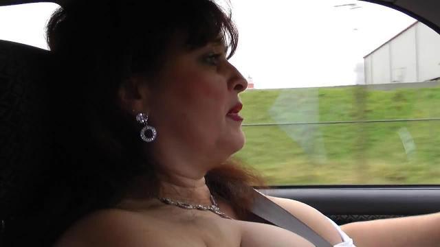 Doppel - Airbags! Oben ohne Fahrt mit Vibro-Ei im Fotzen-Loch!!
