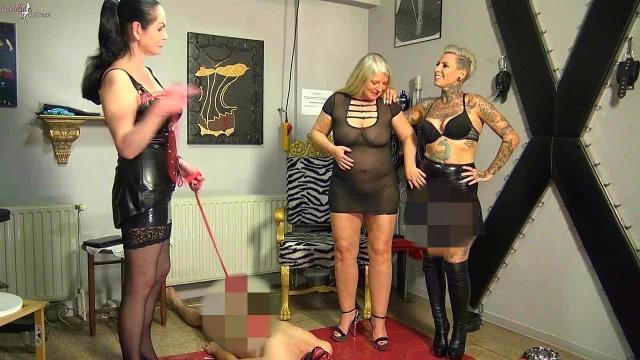 3 Dominas pissen einem Sklaven ins Maul! Teil 2