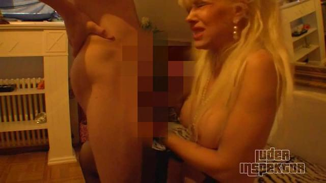 blonde MILF von nebenan