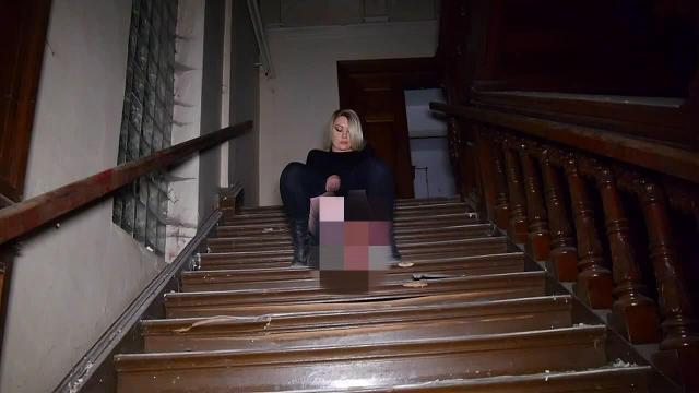 Auf der Treppe gepinkelt