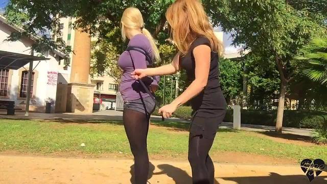Bondage in a public parc
