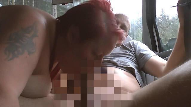 Weihnachtsvideo 09 - dickes Girl bläst Mann im Auto