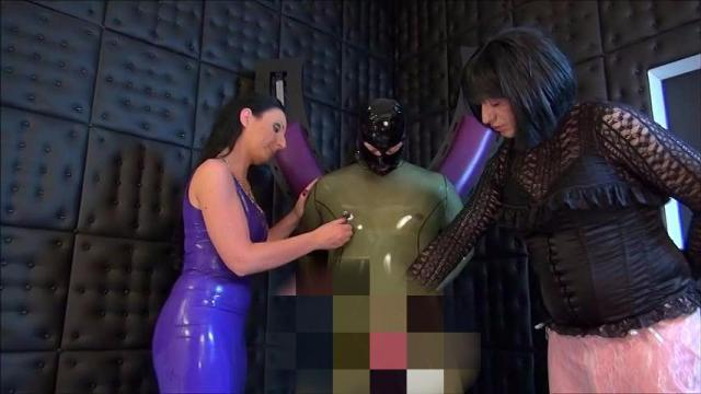 Latexslave at the Cross