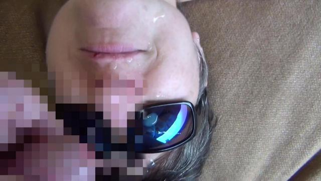 Sonnenbrille voll Sperma