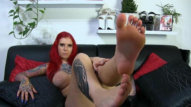Nackte Füße | Leck sie und spritz drauf