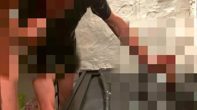 Bi-Sklaven-Gang-Bang Teil 1 - Die Orgie im Latex-Vakuum-Bett
