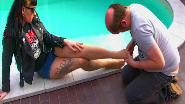 Luxury Legs - Fußverehrung am Pool