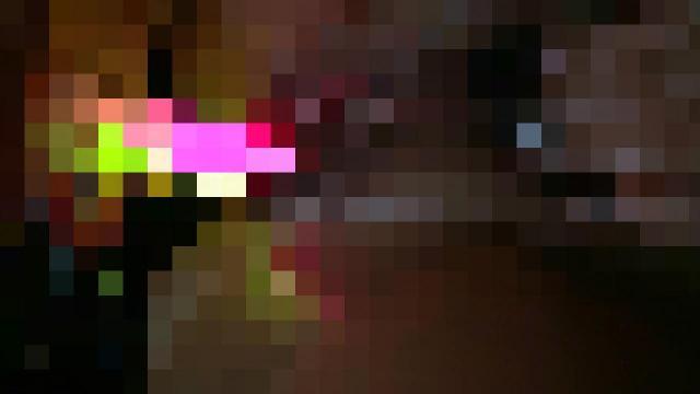 Ausgefallenes Fotzenspiel mit Leuchtstäben