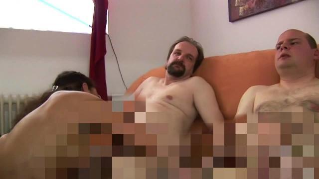 nackt und schamlos die löcher durchficken lassen