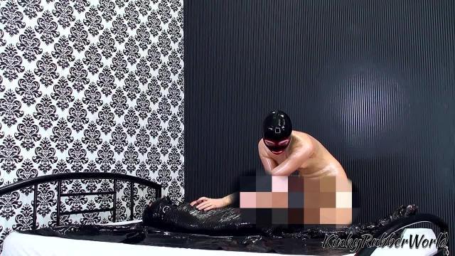 Fetisch Nelja – Abmelken des mumifizierten Sklaven