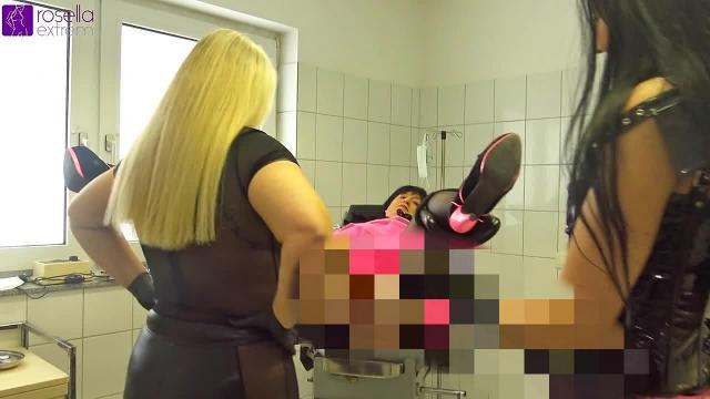 XXL-StrapOn Arschfick und Analfisting für eine Trans-Analfotze!