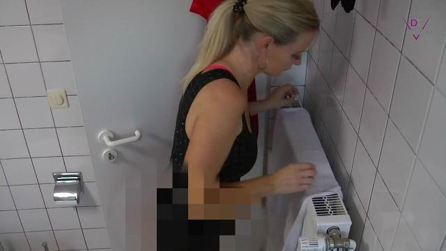 Piss-Alarm bei DirtyTina