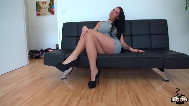 Das schärfste Camgirl Berlins - Pornocasting Teil1