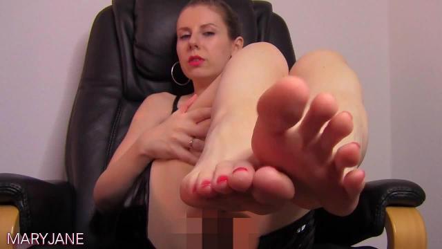 Verwöhne meine Füße, Sklave!