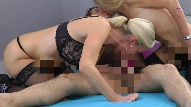 """""""Doppel-Blond"""" mit Sperma-Dusche"""