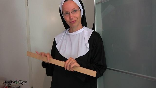 Die Nonne die dich züchtigt