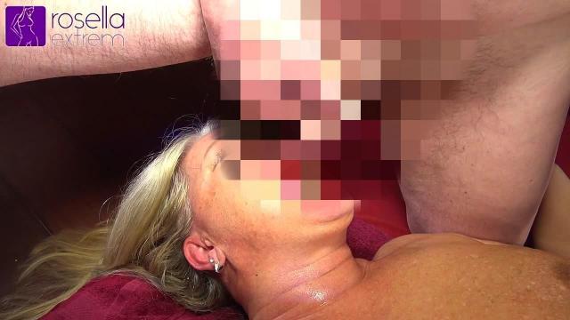 Mein GangBang in Holland, in einem Erotic Cafe! Teil 11! 2 User pissten mir extrem ins Maul!
