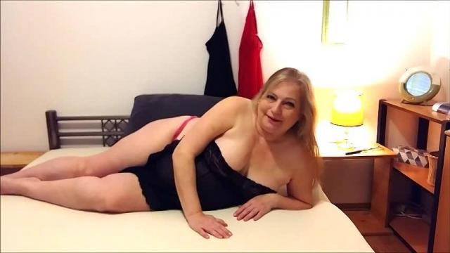 Sexy Oma Linda