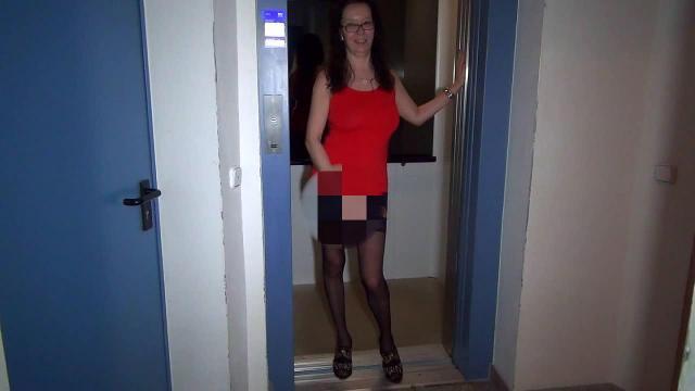 Im Aufzug erkannt - Arschgefickt