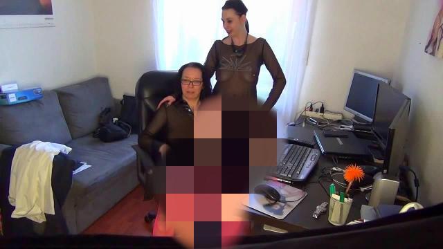 Die PC Nerds zu zweit gefickt - Wir wollen Sperma schlucken