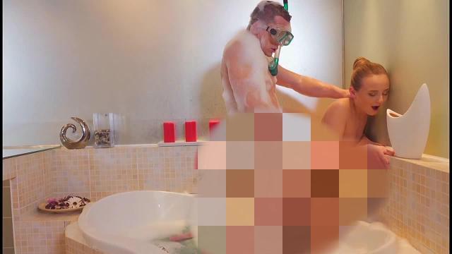 Horror! Schwanz-Attacke in der Badewanne!