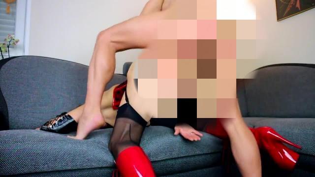 Die Schlampe anal abgefüllt...