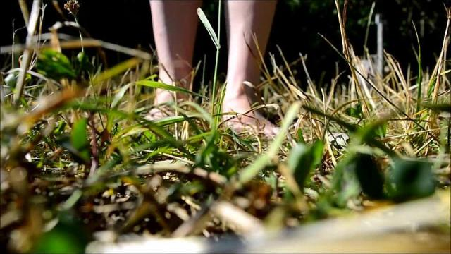 Ein geiles Gefühl nackte Füsse im Gras oder?