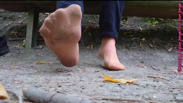 Schuhe und Nylonfüsse lüften ** Outdoor im Wald **