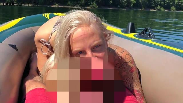 Mega CUMSHOT im Schlauchboot | Ungeschminkt und privat mit mir auf dem See