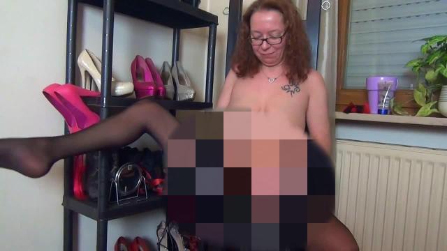 Sklaven Arsch gefickt und ins Maul gepisst