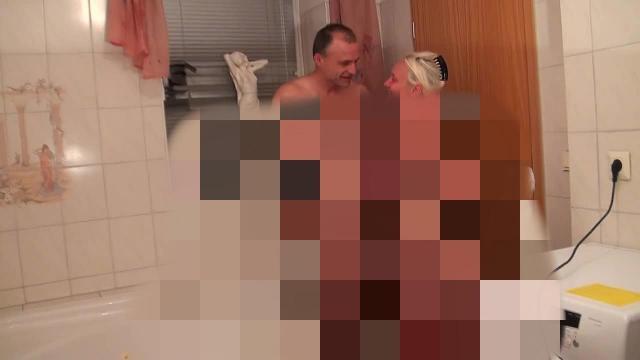 Der Doppelpiss erst Schluckmund dann Titten   frischgepisste Fotze ausgeleckt