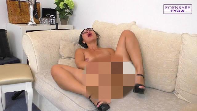 Sinnliche Dirty Talk Wichsanleitung - Schmatzend geile Pussy verführt dich