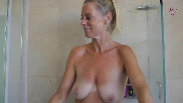 Creampie Pissen in der Dusche