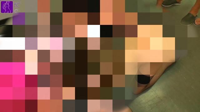 Sex-Sklavin Karina, 15 Männern und 2 Mädels, zur Benutzung vorgeführt! Teil 1