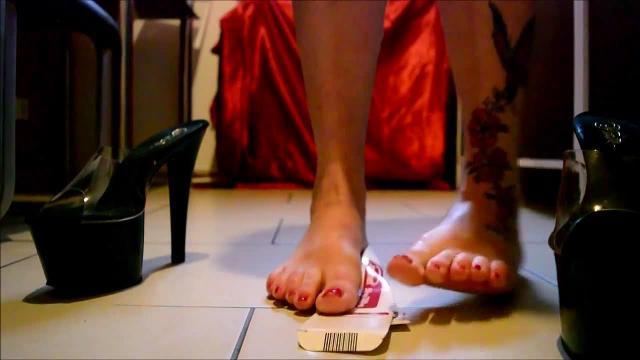 Userwunsch mein erstes Crushing Video geile Heels geile Füsse schaue zu