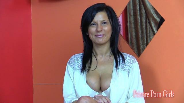 Porno-Casting mit dem Model Nikita - Teil 1 von 3