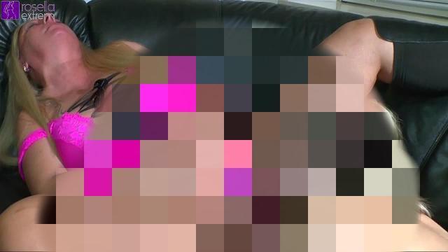 Meiner Freundin Loly, 4 mal Muschisaft, ins Maul gesquirtet! Kamera 2