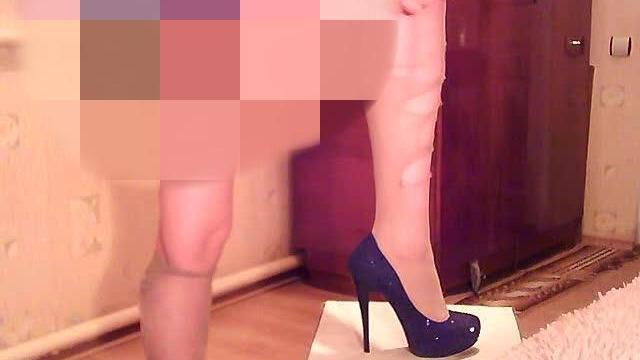 Sexy Girl mit zerrissener Strumpfhose:)